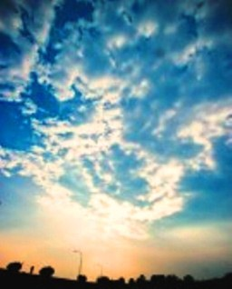 10846590-brillant-blue-sky-on-a-cloudy-day